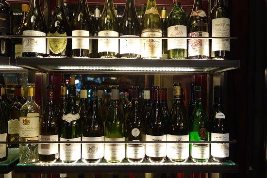 Le Petit Sommelier: Quelques-unes des bouteilles (vides) garnissant les vitrines