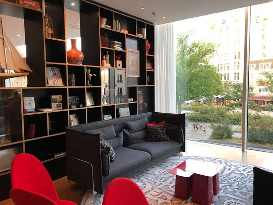 citizenM Rotterdam: working area near the lobby