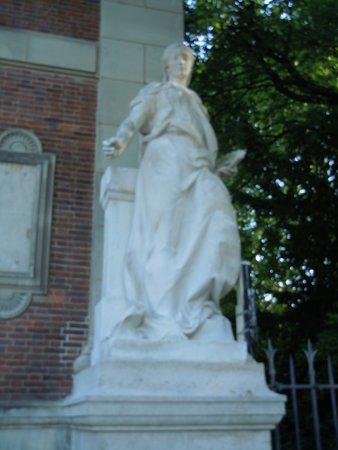 Statue La Peinture