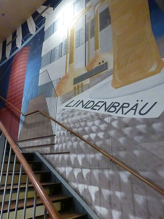 escalier - Bild von Lindenbrau Am Potsdamer Platz, Berlin ...