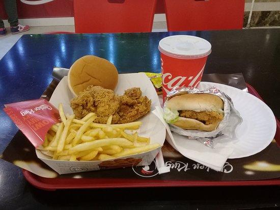 الفروانية, الكويت: Royal Chicken Sandwich & Friend Chicken