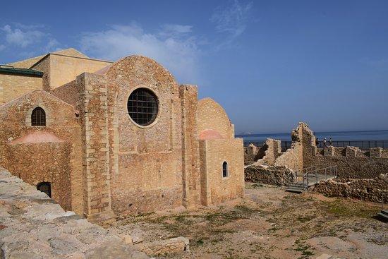 Ираклион, Греция: Археологический раскопки у Собора Святых апостолов Петра и Павла