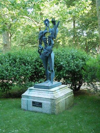 Le Poete ou Hommage a Paul Eluard