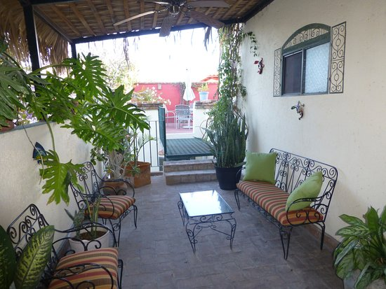 Casa Tuscany Inn: more sitting areas