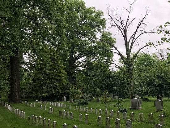 National Civil War Museum: Harrisburg Cemetery, plot of the 155 Union and Confederate tombs