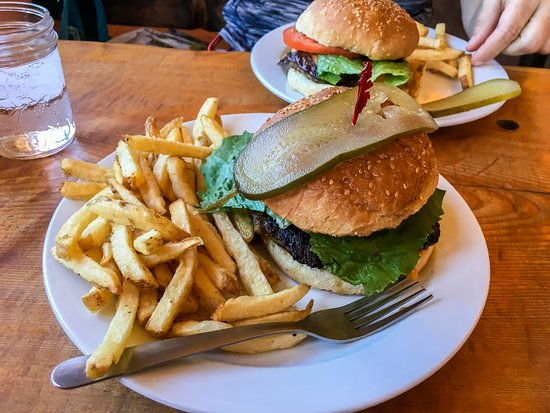 The Bistro on Bennett: Good, Large Burgers