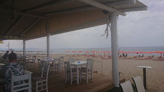 Roulis Beach Bar: May 2018