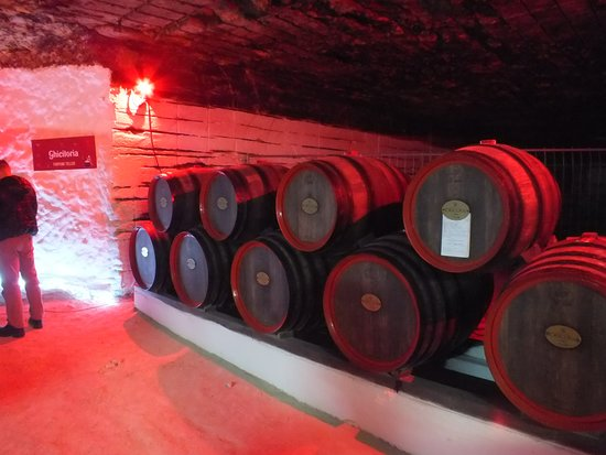 ‪‪Cricova‬, مولدوفا: Barrels of wine‬