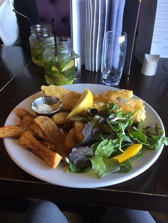 The Salt House Kitchen: Fresh fish and home made chips