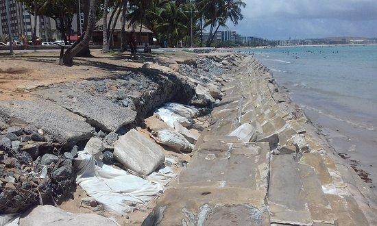 Praia de Pajuçara: Praias da cidade em total abandono