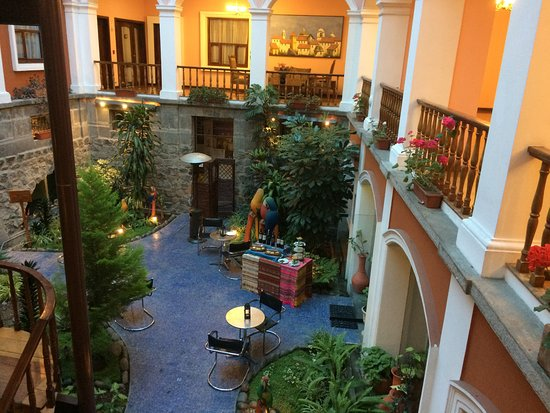 Hotel Patio Andaluz: Courtyard With Bar