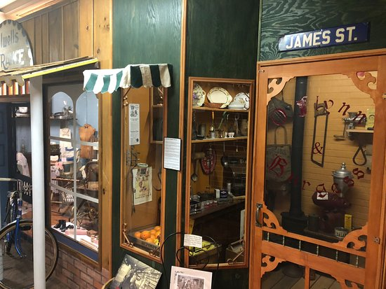 Wallaceburg, Canada: The James Street exhibit is a model of what the busy street looked like back in the year of 1925