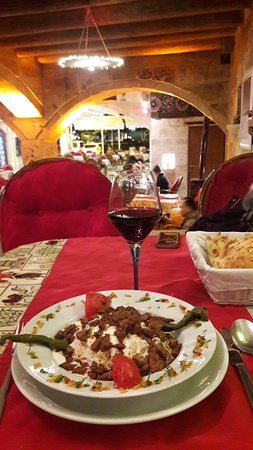 Old Cappadocia Cafe & Restaurant: Wine and aubergine puree with beef