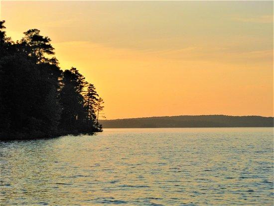 Bismarck, AR: Sunset Cruise on Lake DeGray