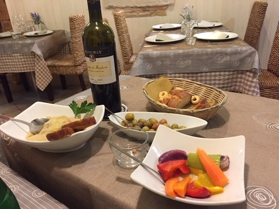 Osteria del Coco Pazzo da Stefano: All of this included in the Coperto (not the wine!).
