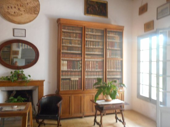 Bunyola, Spain: Bibliotheek in het hoofdgebouw