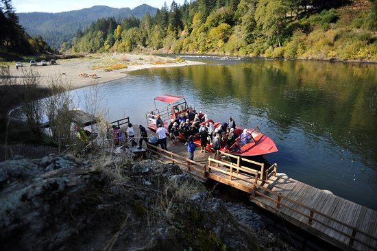 Agness, Oregón: The boat docks at Hog Eddy on the lower Rogue River.