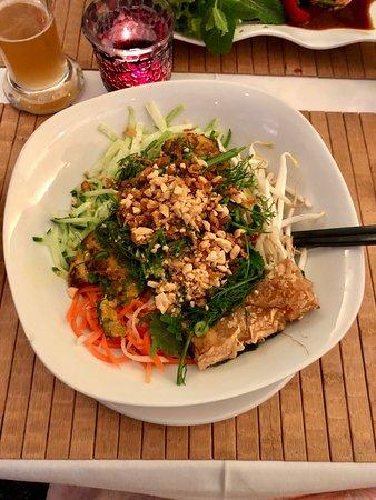 Nam Giao 31: Seeteufel gebraten mit Dill, Gemüse und Nudeln