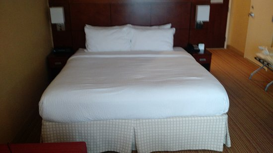 Courtyard by Marriott Maui Kahului Airport: King size bed