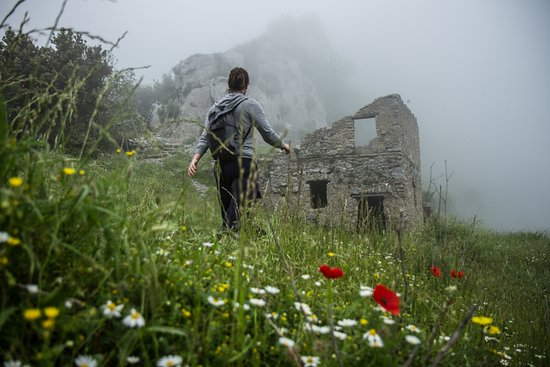 Nido Verde: trekking in the clouds