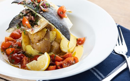 Half Penny Farm, Dining & Carvery: Our delicious grilled seabass