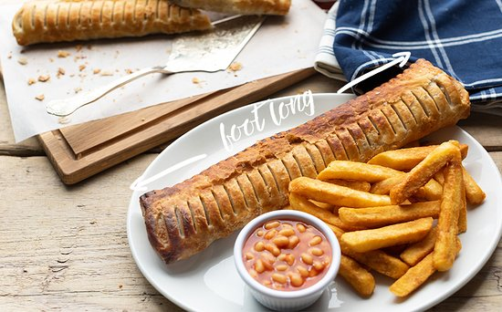 Half Penny Farm, Dining & Carvery: Our giant sausage roll and chips