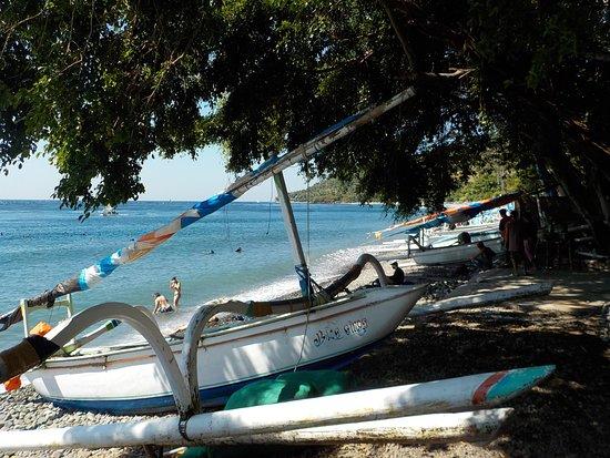 Abyss Dive Center Bali: A Amed les bateaux de pêcheurs deviennent bateaux pour plongeurs