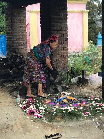 Guatemalan Tour Guide Day Tours : Mayan Rituak