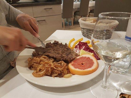 Gabbiano 2: Entrecôte con cipolla dorata