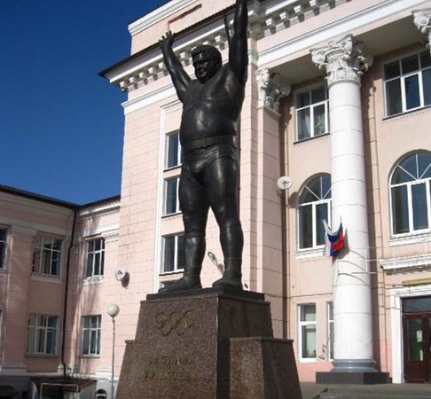 Vasiliy Alekseyev Statue: памятник