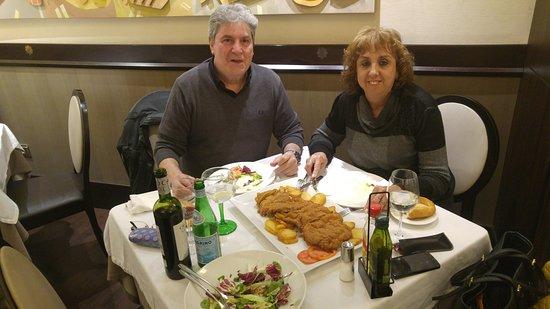 Cafe Restaurante Ebano: El cachopo es para asustarse pero eso si, riquísimo.