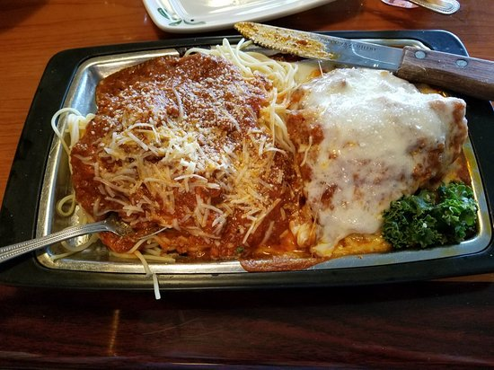 Valley, ألاباما: Chicken parmesan.  Delicious