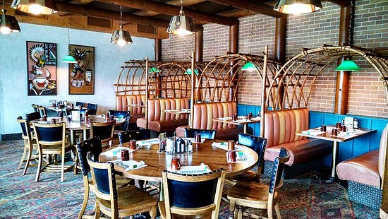 Carrington, ND: Relax and dine in the rustic Dakota Room