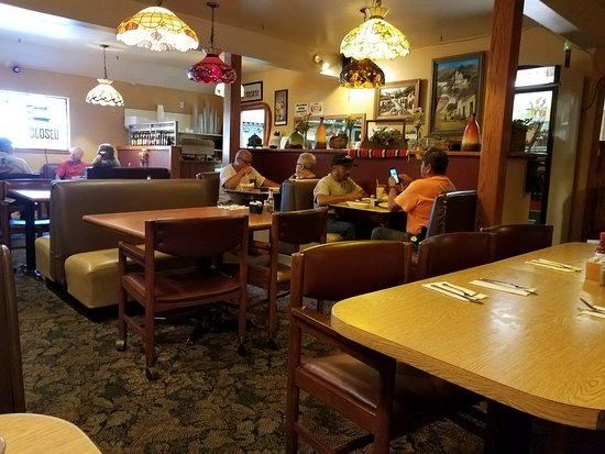Lebec, Kalifornien: inside of restaurant