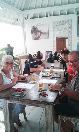Sanur Jewellery Studio: friends meeting up to do a class together!