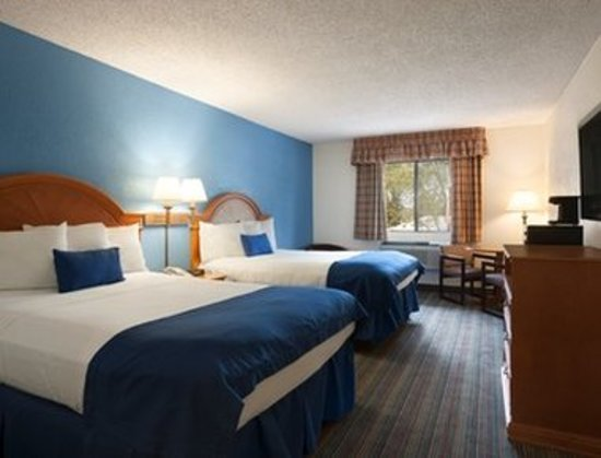 Runnemede, NJ: Guest room