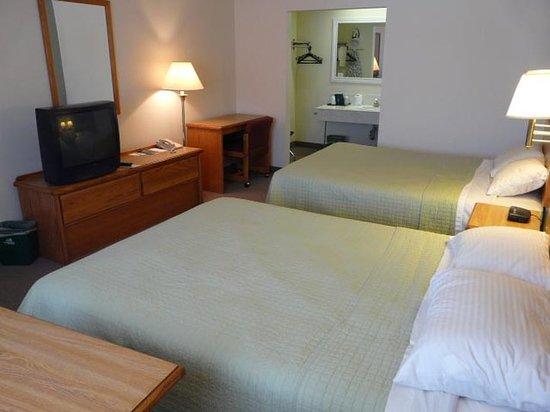 Henrys Fork Inn: Guest room