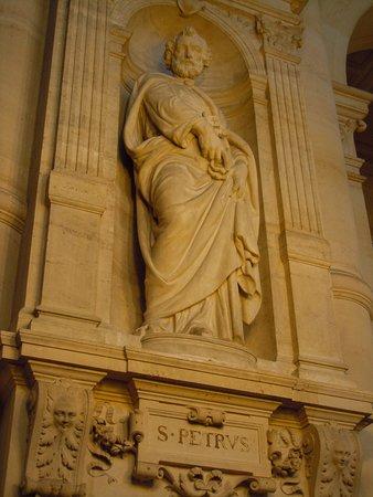 La statue de Saint-Pierre