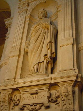 La statue de Saint-Matthieu