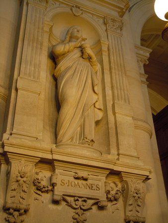 La statue de Saint-Jean