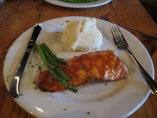Boar's Head Grill & Tavern: Grilled Salmon Fillet