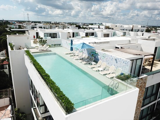 Anah Luxury Condos by Baitna: View from Rooftop Pool