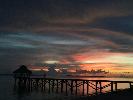 Bangka Island, Indonesia: Spiaggia al tramonto con il pontile