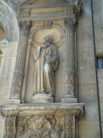 La statue de Saint-Bernard de Clairvaux