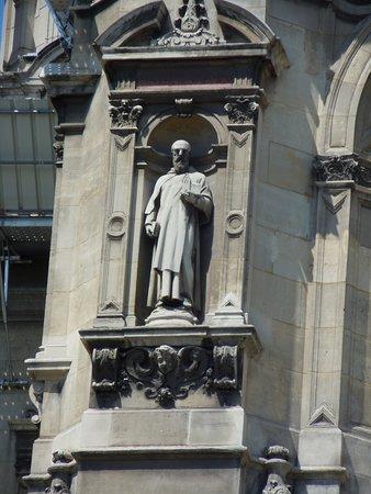 La statue de Saint-Felix de Valois