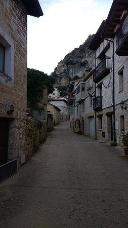 Tobera, Spania: Subida de vuelta por el pueblo donde estan las cascadas