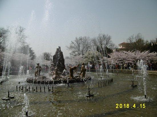 Qingdao Zhongshan Park: 噴水から一服の風が