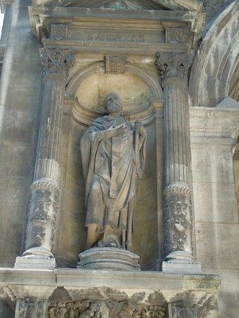 La statue de Saint Ambroise de Milan