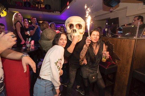 Les 3 Diables: party