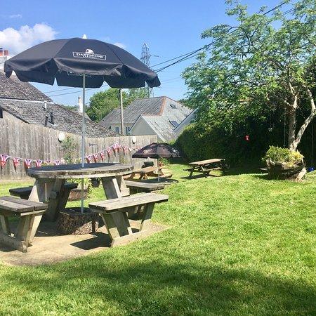 Kingsteignton, UK: Amazing beer garden! So much room!